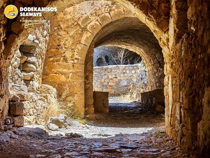 Τα ιστορικά σοκάκια της Ρόδου σίγουρα θα σε παρασύρουν να τα περπατήσεις!   The historic cobbled roads of Rhodes will definately make you want to walk around!