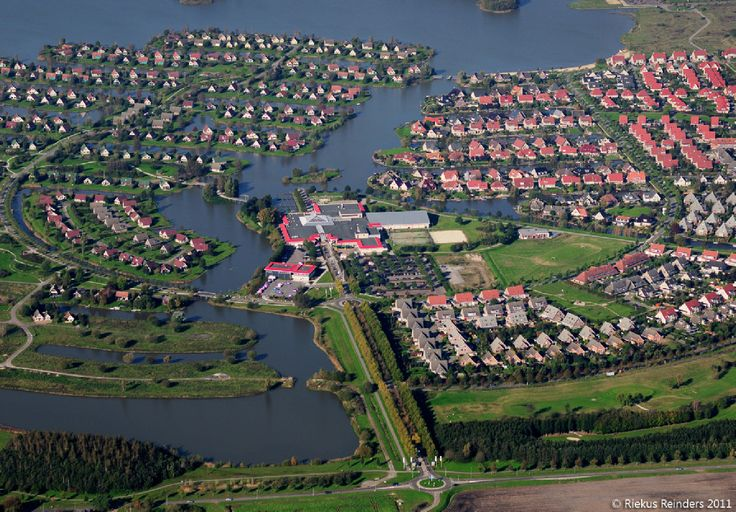 Parc Sandur is aangelegd aan de zuidkant van de Rietplas in Emmen.