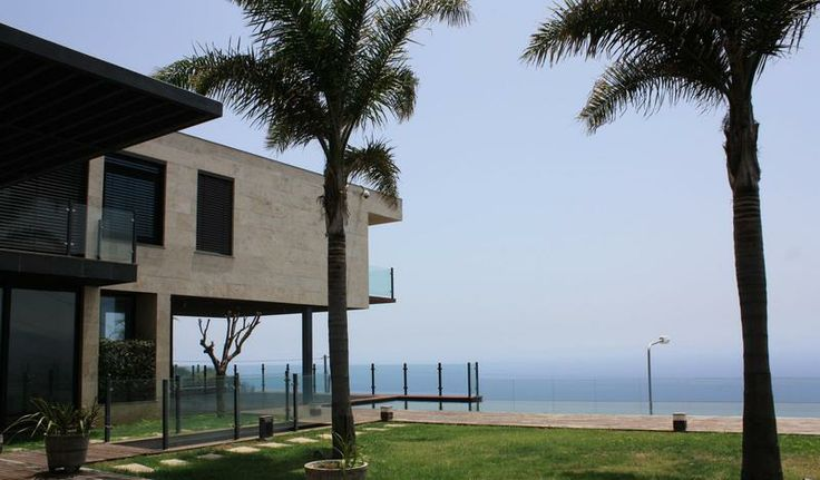 Villa, moradia de requinte no Funchal, vista mar formidavel, com 5 suites, piscina, ginásio, 2 elevadores... 3.500 m2 terreno, 1.100 m2 de construção. venha visitar, ligue 963701529 Teresa Caires ou imoveis@netmadeira.com