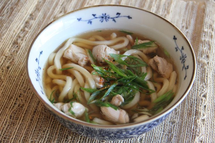 People in Japan eat Udon ususally in hot soup with some meats or vegetables. At a nice Udon restaurant, Udon dish could be a proper meal. When you prepare Udon at home, on the other hand, it is much lighter fare.
