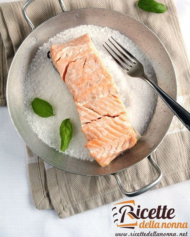Salmone in crosta di sale #salmone #crosta #secondidipesce #fish #foodporn #vsco #foodstyle #food #cooking #foodstagram #follow #followme #instagood #instalike #instadaily #recipe #italianrecipe #italianfood #ricettedellanonna #good #love #happy #italy #passione #fotooftheday #foodblogger #chef #beautiful #foodpics #vscofood