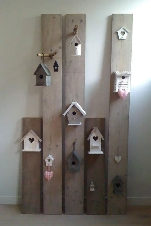 DIY : Creative decor with pallet wood and birdhouses #Birdhouse, #DIY, #InteriorDesign