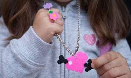 Collar Corazón flechado de Hamma Beads