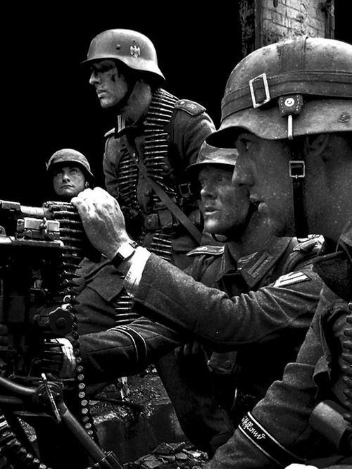 German MG-42 Crew - (best estimate) Grossdeutschland, part of the forward elements of Fourth Panzer Army, embroiled in the battle in the city of Voronezh, July 1942.