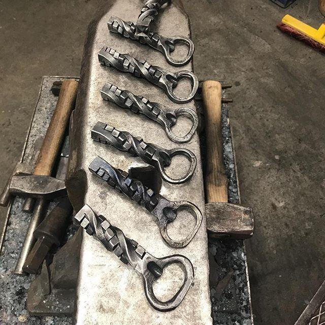 New Order 🙂 #forge #schmieden #art #metall #design #blacksmith #fire #welding #metalldesign #forgepower #flaschenÖffner #Flasche #Bier #Bierflasche #bieröffner #slowmo #superslowmo #handarbeit #handwerk