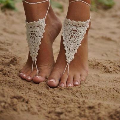Aussie beach wedding shoes? Image via Fashion & Glamour.