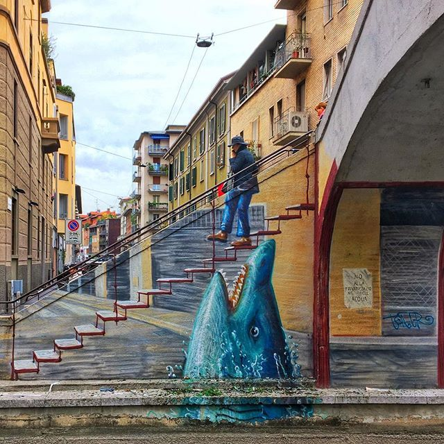 That perfect moment when street art meets real life! In #Navigli #milan #travel #italy @in_lombardia