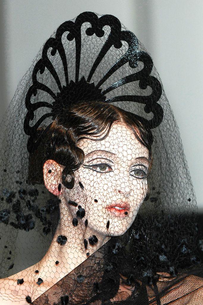 Georgina Stojiljkovic   Jean Paul Gaultier HC Spring 2009 Black lace themed design creates an abstract flower design in the form of a fan on the models head.