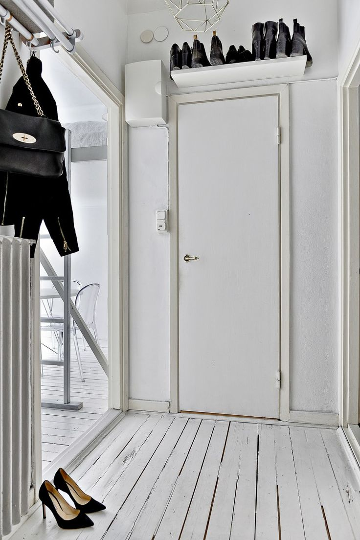 Välkommen till en perfekt planerad 1:a om 23kvm med låg avgift! Lägenheten är rymlig tack vare den optimala disponeringen av planlösningen. Smart lösning med en bred loftsäng och en rymlig social yta under loftet. Praktiskt kök och i övrigt genomgående bra förvaringslösningar. Lägenheten har den bevarade stilen från 1920-talet med vackra golv, högt i tak och t...