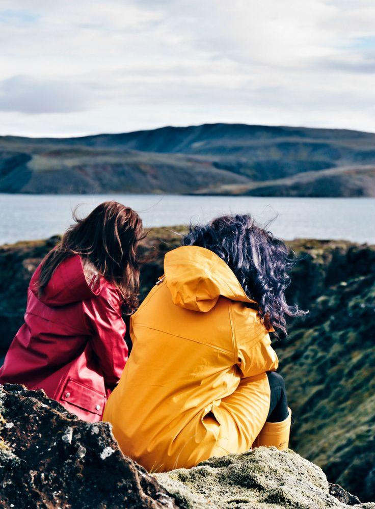 gelbe Regenjacke, roter Regenmantel, bunte Regenmäntel, bunte Regenausrüstung, gelbe Regenkleidung, Ilse Jacobsen Regenmäntel, Ilse Jacobsen Gummistiefel, gelbe Gummistiefel, rote Gummistiefel, Island Blog, Iceland Blog, Like A Riot