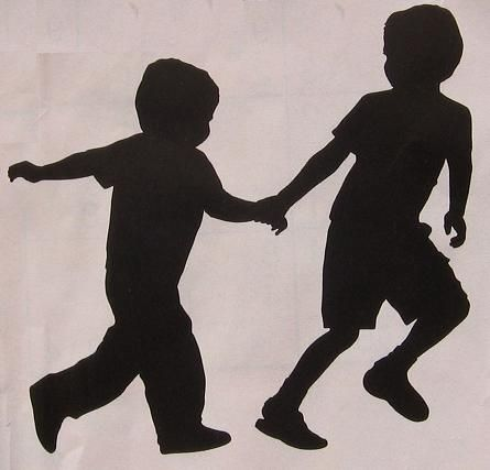 silhouet-spelende-kinderen-applicatie-sjabloon.jpg 445×427 pixels