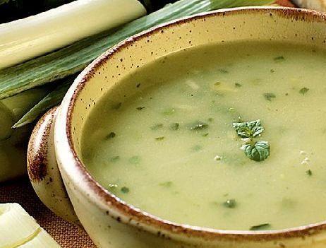 Supă cremă bio de praz cu ciuperci pleurotus și fulgi de ovăz
