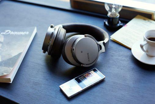 Walkman za 1,2 tys. dolarów. Nowy produkt Sony zdeklasuje iPody? http://tvn24bis.pl/tech-moto,80/walkman-za-1-2-tys-dolarow-nowy-produkt-sony-zdeklasuje-ipody,521826.html