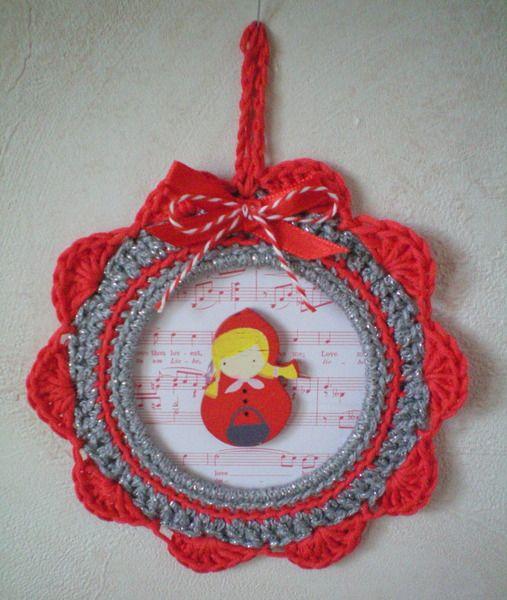 Cadre au crochet - Le Petit Chaperon Rouge de Escrapbouillette's boutique sur DaWanda.com