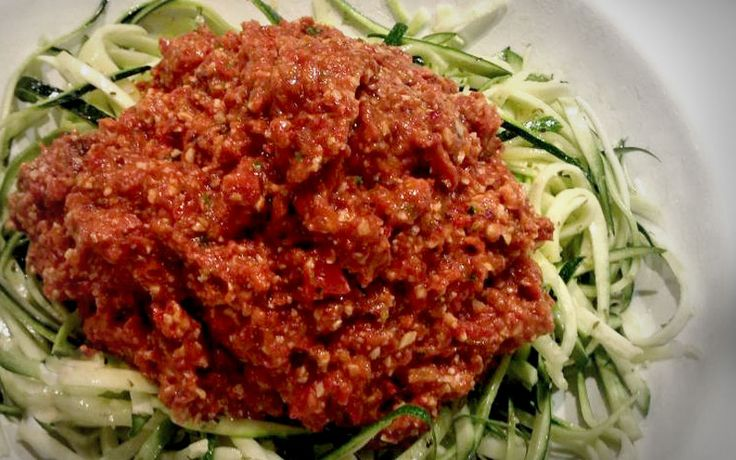 Courgette spaghetti bolognese, koolhydraat arm gerecht onderdeel van de gobento.nl weekmenu's.