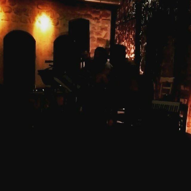 Geceden kalanlar #tbt..������ #müzik #aşk #sevgi #mutluluk #huzur #güzel ##sazlar #sözler #dinleyen #birşehir #eski #antakya #evleri #sokakları #sanat #hayatın #takendisi http://turkrazzi.com/ipost/1523773592012457368/?code=BUliAI2BgWY