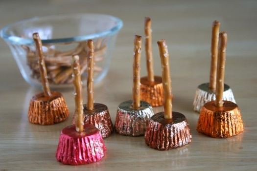 halloween treatsHalloween Parties, Halloween Recipe, Halloween Drinks, Halloween Treats, Halloween Food, Halloween Appetizers, Peanut Butter Cups, Witches Broom, Parties Food