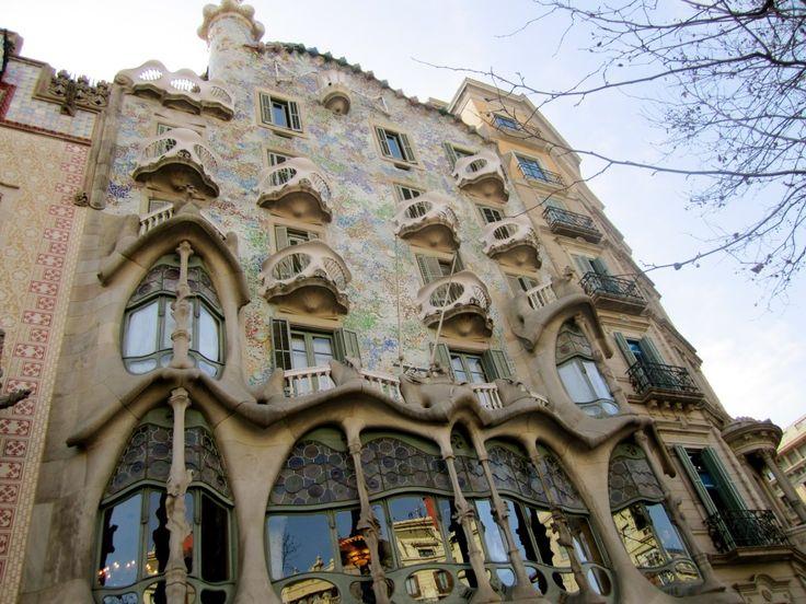 Bebarang The Pioneers Of World FamousFamous ArchitectsThe PioneerModernBuildingsArchitectureGaudiBarcelonaArchitects
