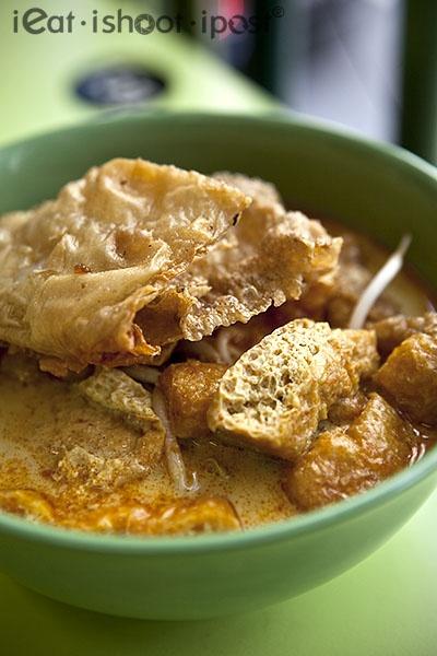 begitu sampai di singapore, manjakan lidah kita, makan siang laksa yong tau fu yang kaya sekali akan rasa. Dapat kita temui di banyak tempat, tapi kita bisa mencobanya di foodcourt takashimaya, orchard. LOVE IT! #SGTravelBUddy
