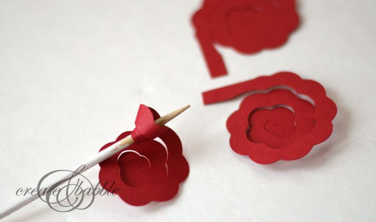 rolled-paper-rose-christmas-tree-6_createandbabble.jpg (800×472)