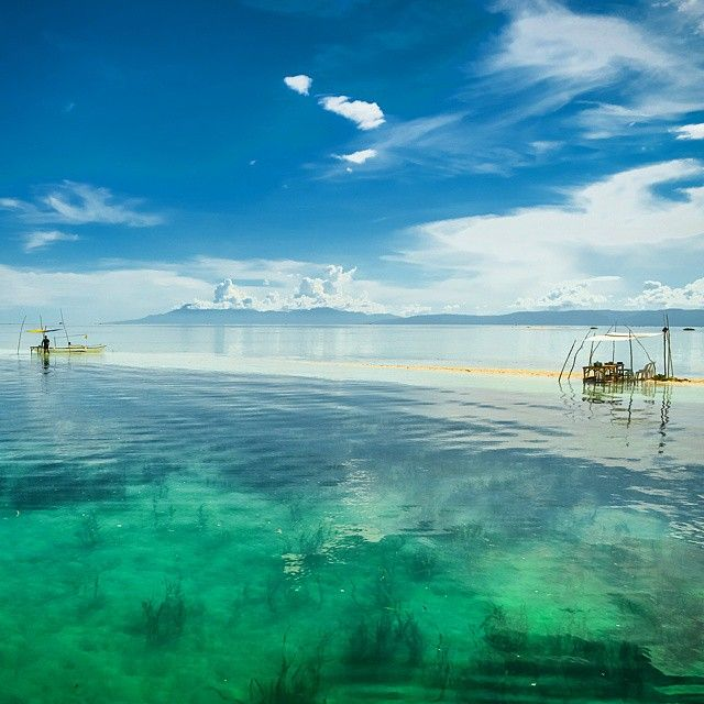 Floating cottage? Far end of the sandbar of Virgin Island in Panglao, Bohol during high tide. #philippines #panglao #bohol
