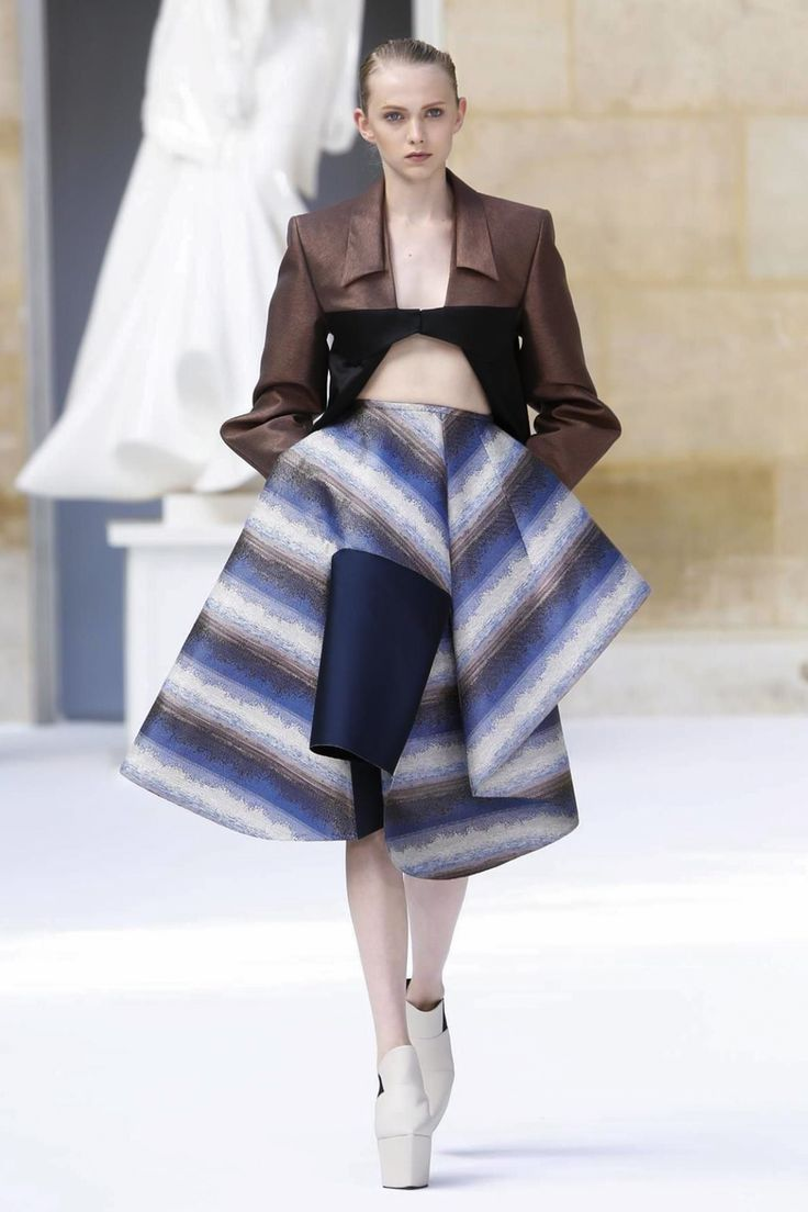 Ilja Couture Fall Winter 2015 Paris - NOWFASHION // Not because it's pretty, but for the intrigue.