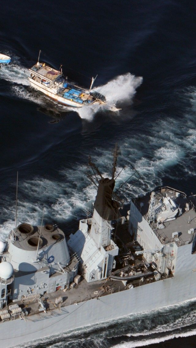 HMS Cumberland, F85, frigate, Type 22, Royal Navy, Somali, pirate, mother ship