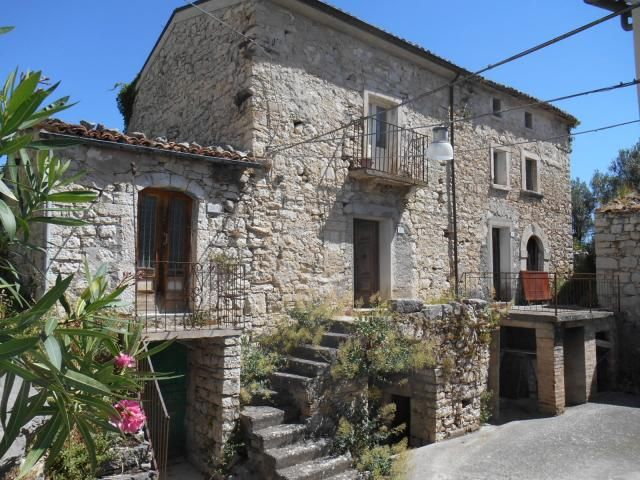 The hamlet enjoys a wonderful panoramic view across the surrounding mountains. Four characteristic stone houses compose the hamlet. The four houses are in need of restoration. Price: 35.000 €. More info: http://www.abruzzoruralproperty.com/find-a-property/for-sale/item/475-traditional-hamlet-to-restore-abruzzo-fallo.html
