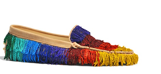 Tods Mocassins Couture http://www.vogue.fr/mode/shopping/diaporama/fantaisie-chromatique-full-color-shopping-arc-en-ciel/12731/image/744923