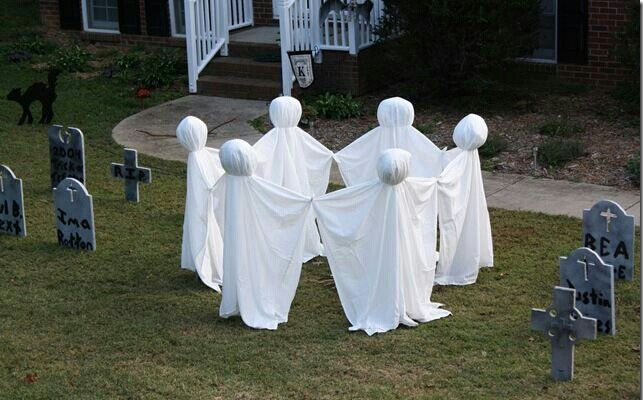 It would be cool if these were witches instead of ghosts too. Harder though. But you could just stick witch hats on the ghosts.