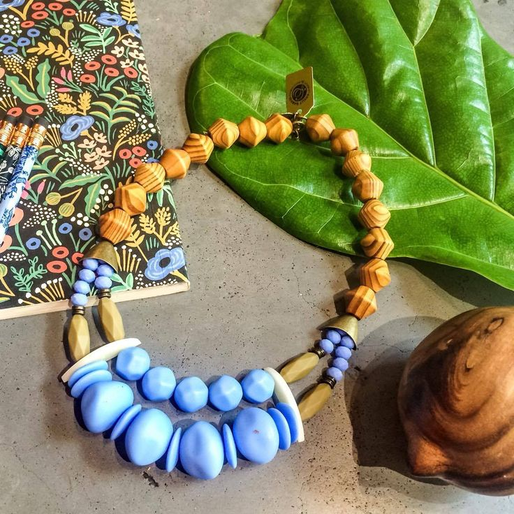 #nature #botanic #garden #model #necklace #wood #green #brass #boho #chic #style #trends #longnecklace  #beautiful #shellydahari #evening #summer #spring #fall #2017 #colors #bold #beads #colorful #shortnecklace #pendant #handmade #Instagram #blue