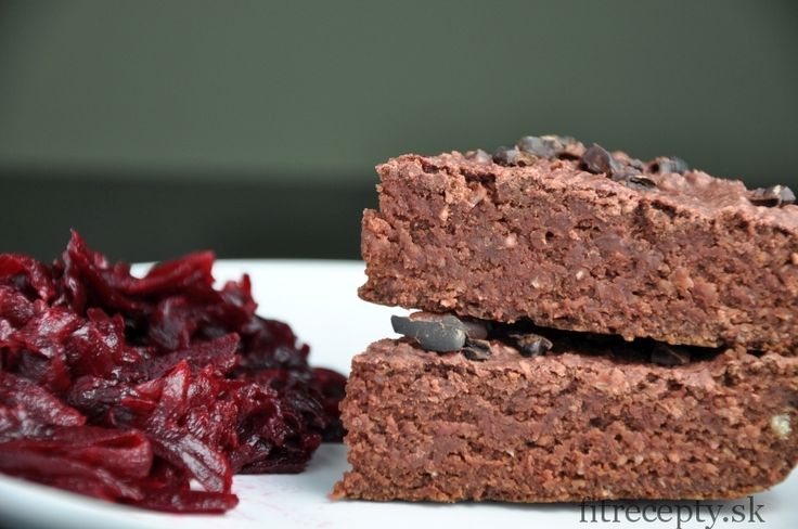 Naozaj výborné, jemné čokoládové ovsené brownies s cviklou a cícerom bez múky, sladené medom alebo agáve. Tento zdravý dezert bude chutiť isto aj tým, ktorí nie sú zvyknutí na zdravé dezerty! ;) Ingrediencie (na 16ks): 1/2 uvarenej cvikly (väčšej)* 350g ovsených vločiek 1/4 hrnčeka kakaa 1/4 hrnčeka roztopeného kokosového oleja 1/3 hrnčeka mlieka 1/2 hrnčeka […]