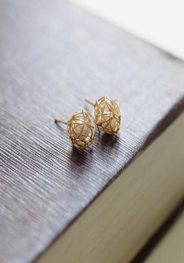 gold thread around a pearl - Ruche $9.99 so cute!
