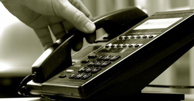 Cómo activar una tarjeta MasterCard. MasterCard es el nombre comercial que se utiliza en millones de tarjetas de crédito y débito en todo el mundo. La compañía original fue fundada en 1966. MasterCard otorga licencias de su nombre a los bancos e instituciones financieras. La compañía no emite tarjetas. Todos los aspectos de la gestión de cuentas son tratados por el banco emisor de tu ...