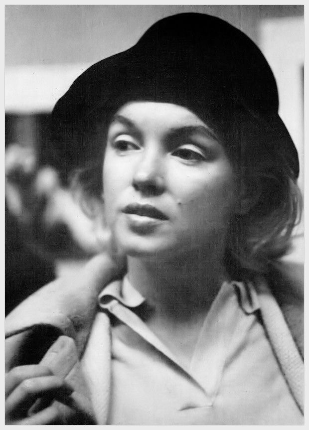 Marilyn Monroe without makeup in New York, 1955.
