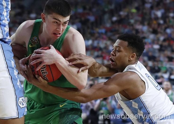 North Carolina's Nate Britt (0) pressures Oregon's Payton Pritchard (3) during the second half of UNC's 77-76 victory over Oregon in NCAA Division I Men's Basketball Championship national semifinals at the University of Phoenix Stadium in Glendale, AZ, Saturday, April 1, 2017.