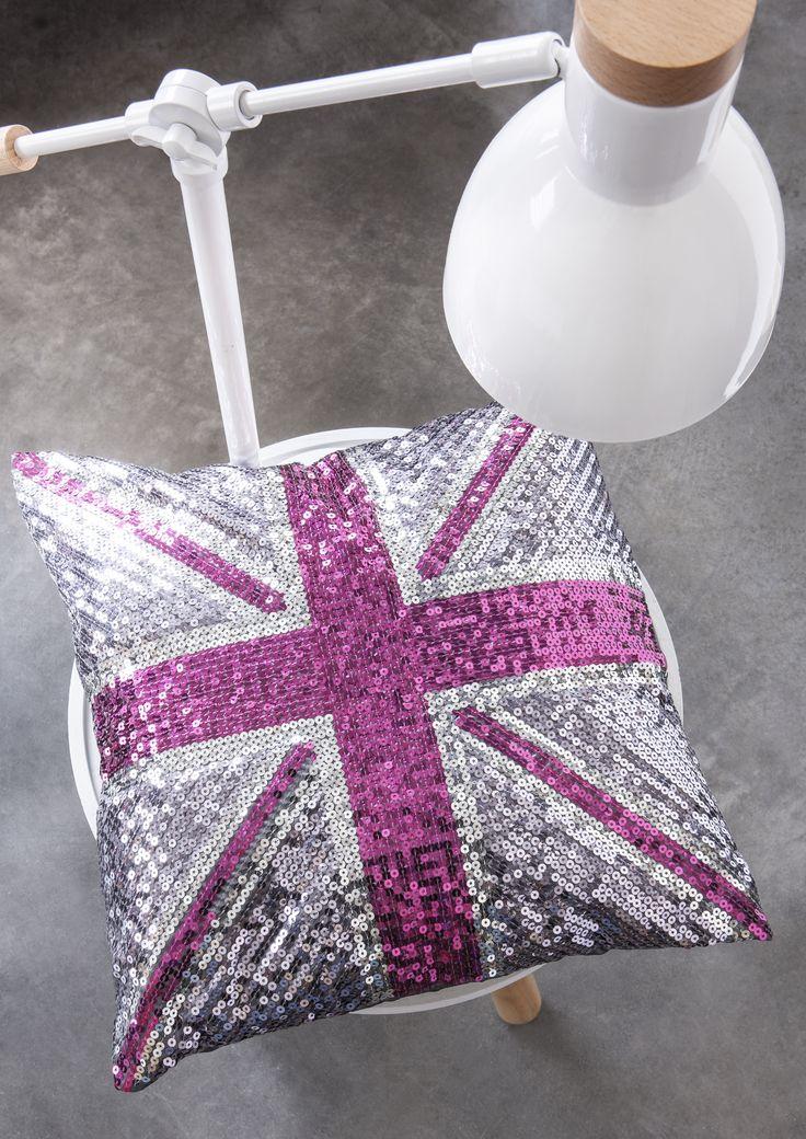 ce coussin sequins imprim anglais est un must pour une chambre de fille avec ses tons roses. Black Bedroom Furniture Sets. Home Design Ideas