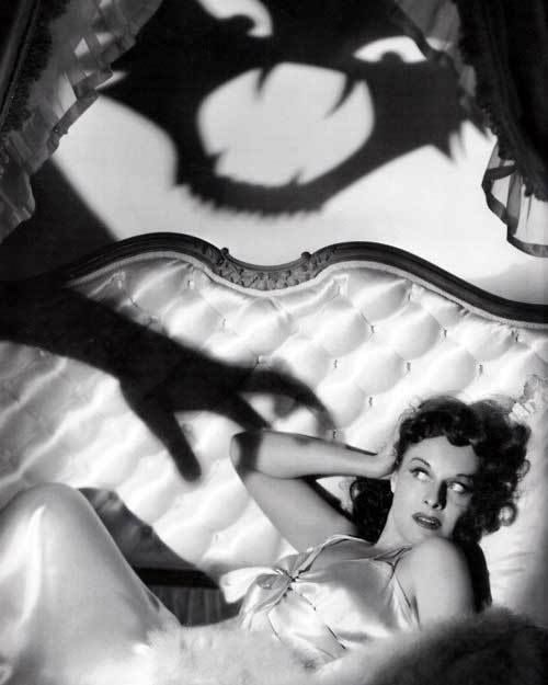 1939 Paulette Goddard in The Cat And The Canary--decaying hollywood mansion's