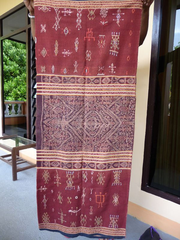 A Timor textile Tais Keut Bati Rarote dyed Morinda red