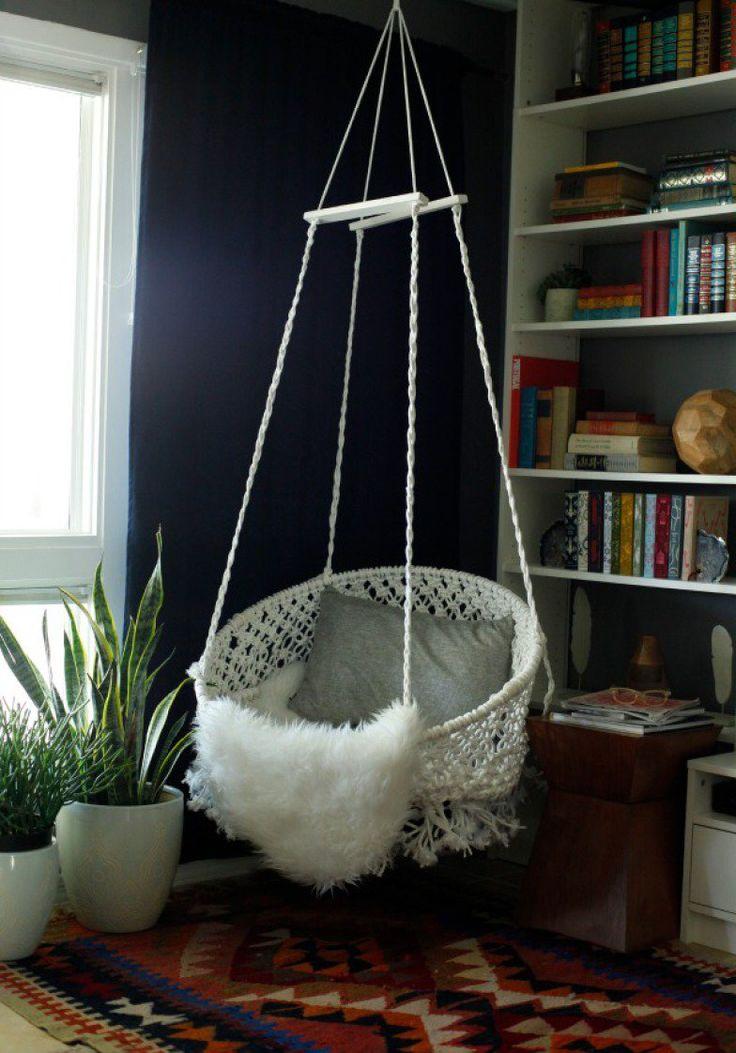 DIYers mais experientes podem se aventurar em uma cadeira suspensa - quem ensina é o Classy Clutter