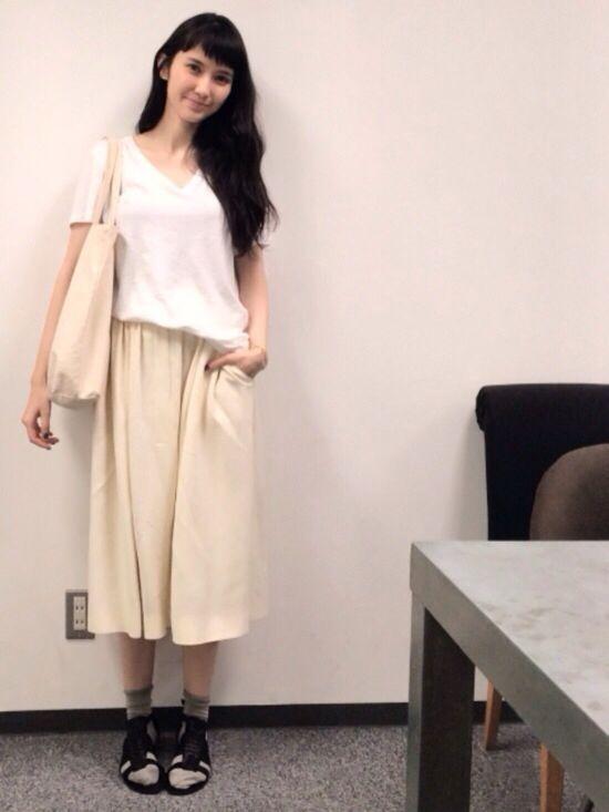Tシャツ…ユニクロのメンズ スカート…miu miu 靴下…tabio 靴…バレンシアガ