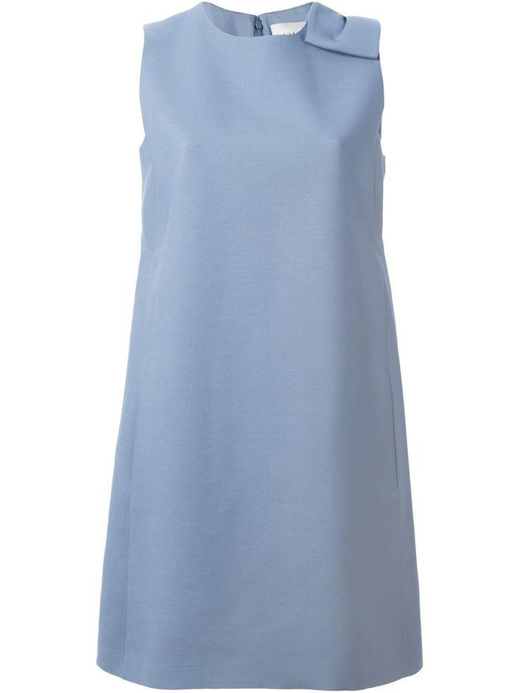 Valentino платье с бантом Голубое шелково-шерстяное платье с бантом от Valentino. Дизайн без рукавов, круглый вырез, потайная застёжка на молнии сзади, А-образный силуэт.