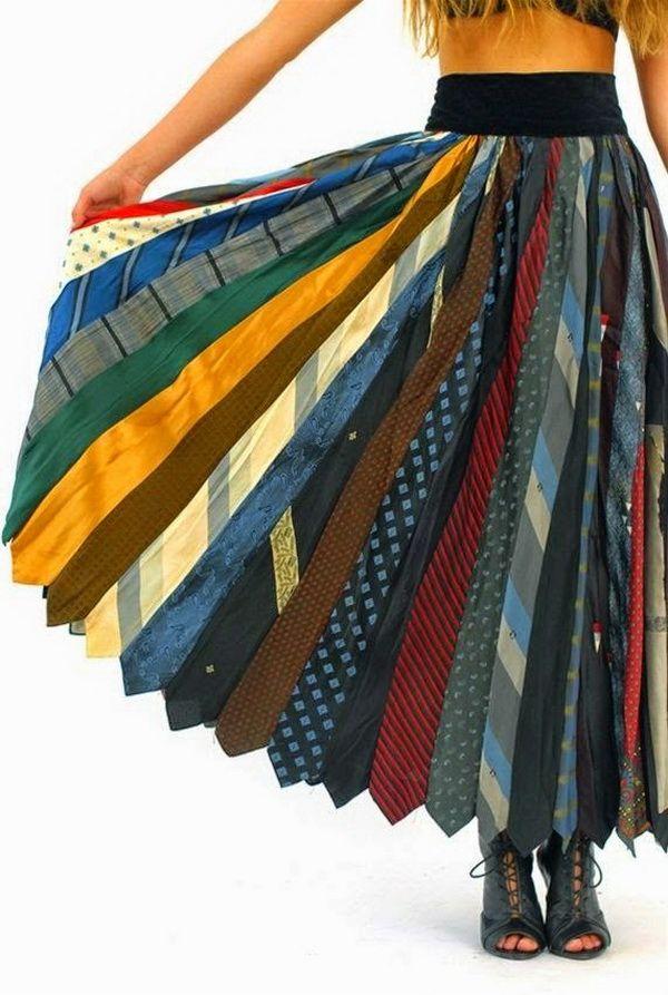 Оноре Де Бальзак утверждал, что мужчина стоит того же, что и его галстук. А чего стоит галстук, который, например, не понравился мужчине, которому его подарили? Или наоборот, очень нравился, но морально устарел и вышел из моды, сохранив при этом все свои достоинства — цвет, фактуру, качество. Ведь зачастую для галстуков используются очень красивые, подчас уникальные и дорогие ткани.