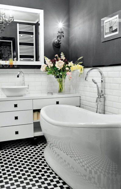 MIESZKANIE. Łazienka jest moją dumą. Wszystko jest tu czarno-białe, również zdjęcie mostu Brooklińskiego na ścianie. Płytki ceramiczne proje...
