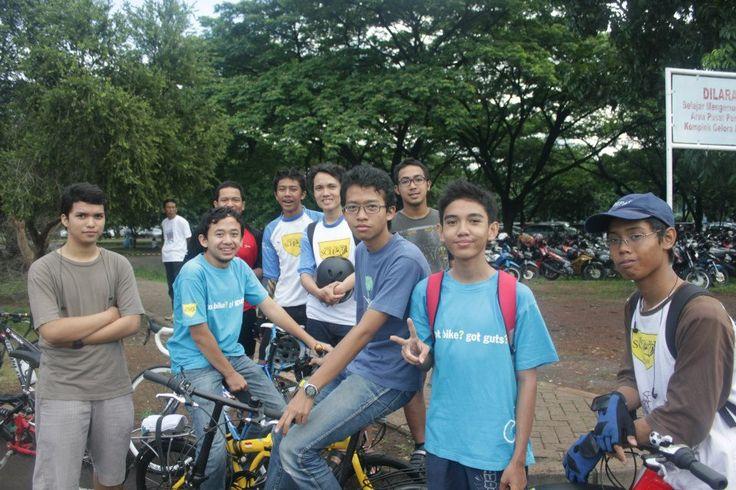 Para Pelajar di Bandung Ini Tiap Hari Bersepeda ke Sekolah
