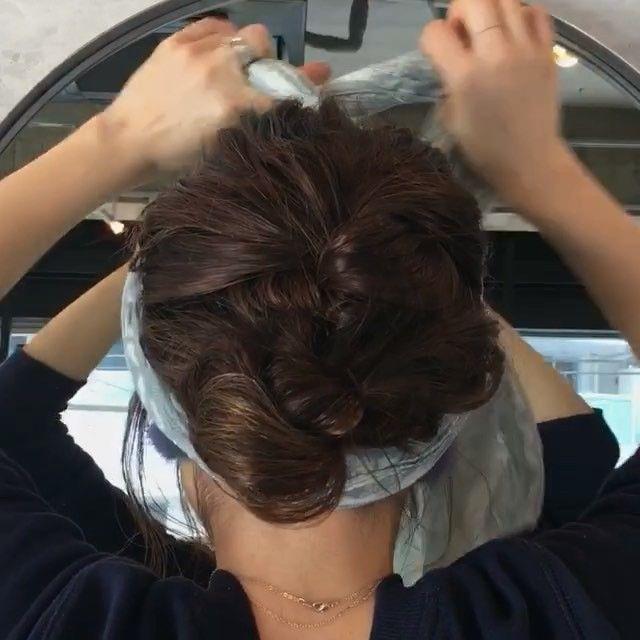 ストールアレンジ。 三つ編みして、 残りを全て一つに結んで、 ロープ編みして結んでピンで留めてます。 ストールは、 後ろから巻き付けて フロントの辺りでクロスして またえりあしまで持ってきて結んでます。 ちょっと分かりにくくてごめんなさい  #hairmake#hairstyle#hairarrange#fashion#hairstylist#ヘアメイク#ヘアアレンジ#ヘアセット#編み込み#結婚式#代官山#波ウェーブ#ロープ編み#くるりんぱ#シニヨン#フィッシュボーン#ポニーテール#おだんご#まとめ髪#ハット#三つ編み#ストール#バンダナ#スカーフ
