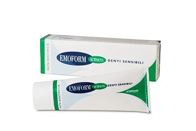 Emoform® Actisens® dentifricio, usato quotidianamente, aiuta a contrastare l'ipersensibilità dei denti. Il componente attivo di Emoform® Actisens®, il nitrato di potassio, associato al fluoro, agisce creando una barriera protettiva intorno al dente, che aiuta a ridurre l'ipersensibilità dei denti.