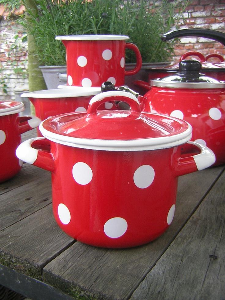 POLKA DOTS~ red pot www.moenmi.nl