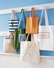 Stoffbeutel selber getsalten & herstellen. Tote bags always live up to their name, whether theyre taking towels to the beach, fruit from the farmers market, or gardening supplies to and from the shed.