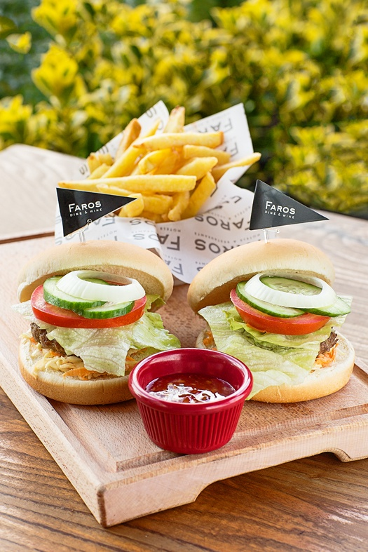 MINI HAMBURGER PLATE - served with coslow , tomato, pickles, onion french fries and chili sauce #faros